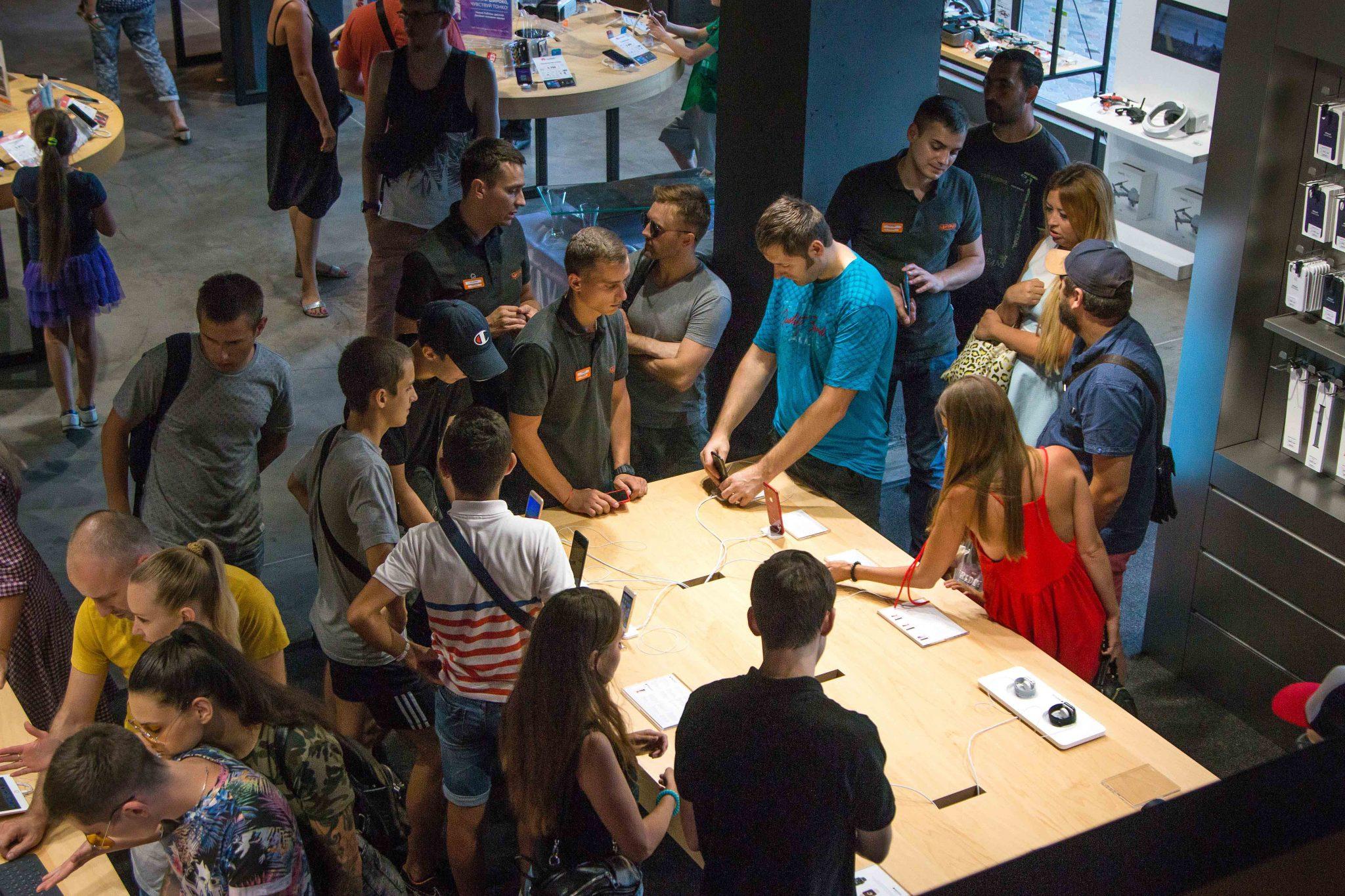 В Apple Shop можно протестировать модели перед покупкой