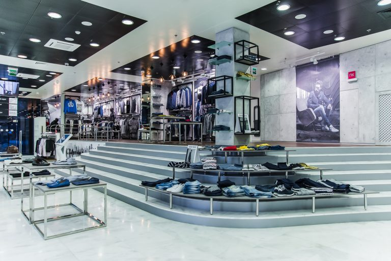 На первом этаже пространства – молодежные и спортивные бренды