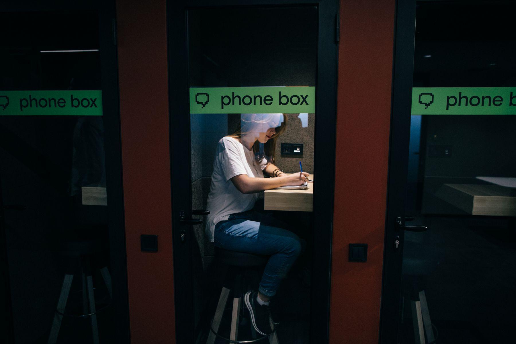 Телефонные кабинки в Anthill Space