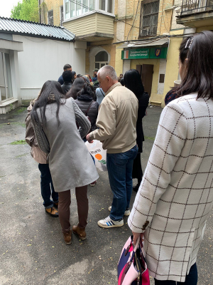 2 мая - очередь за паспортами в консульство Ирландии в Киеве
