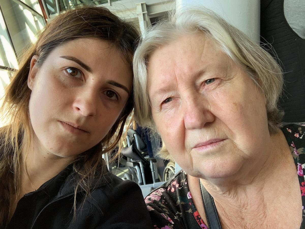Отменили рейс, пересадили из бизнеса в эконом: как 70-летняя бабушка летела с LOT