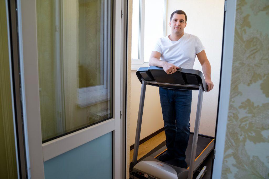 Владимир Самолетов в своем офисе