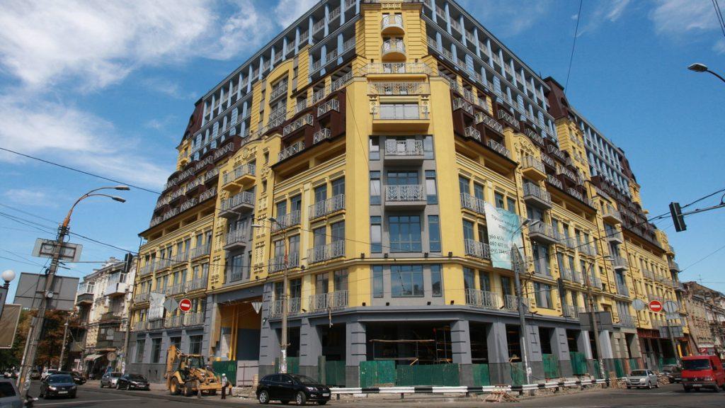 Суд разрешил снести четыре этажа «дома-монстра». Почему в Киеве появляются незаконные стройки