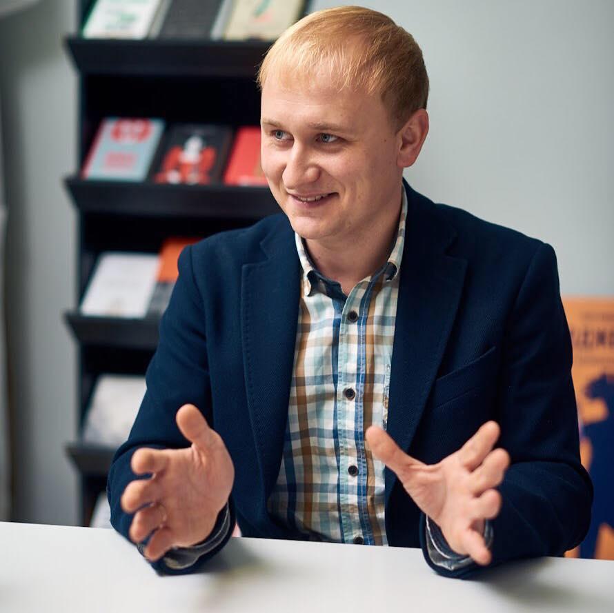 Антон Мартынов ушел из «Нашего формата». Почему он это сделал и что будет с издательством