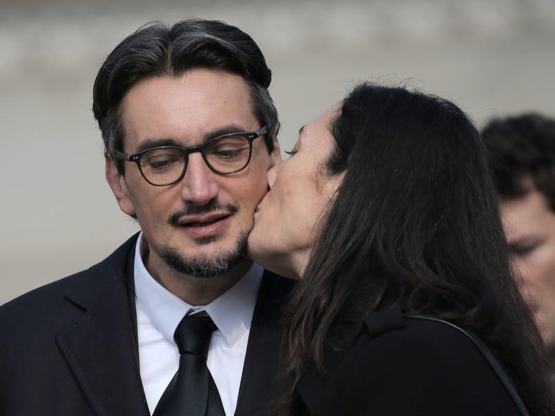 Джованни Ферреро с женой Паолой на похоронах отца. Фото: MARCO BERTORELLO/AFP для Getty Images