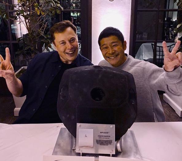 Илон Маск и Маск Маэзава. Фото: Instagram