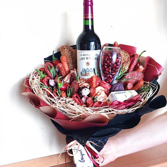 Подарки на День Святого Валентина - вкусные букеты