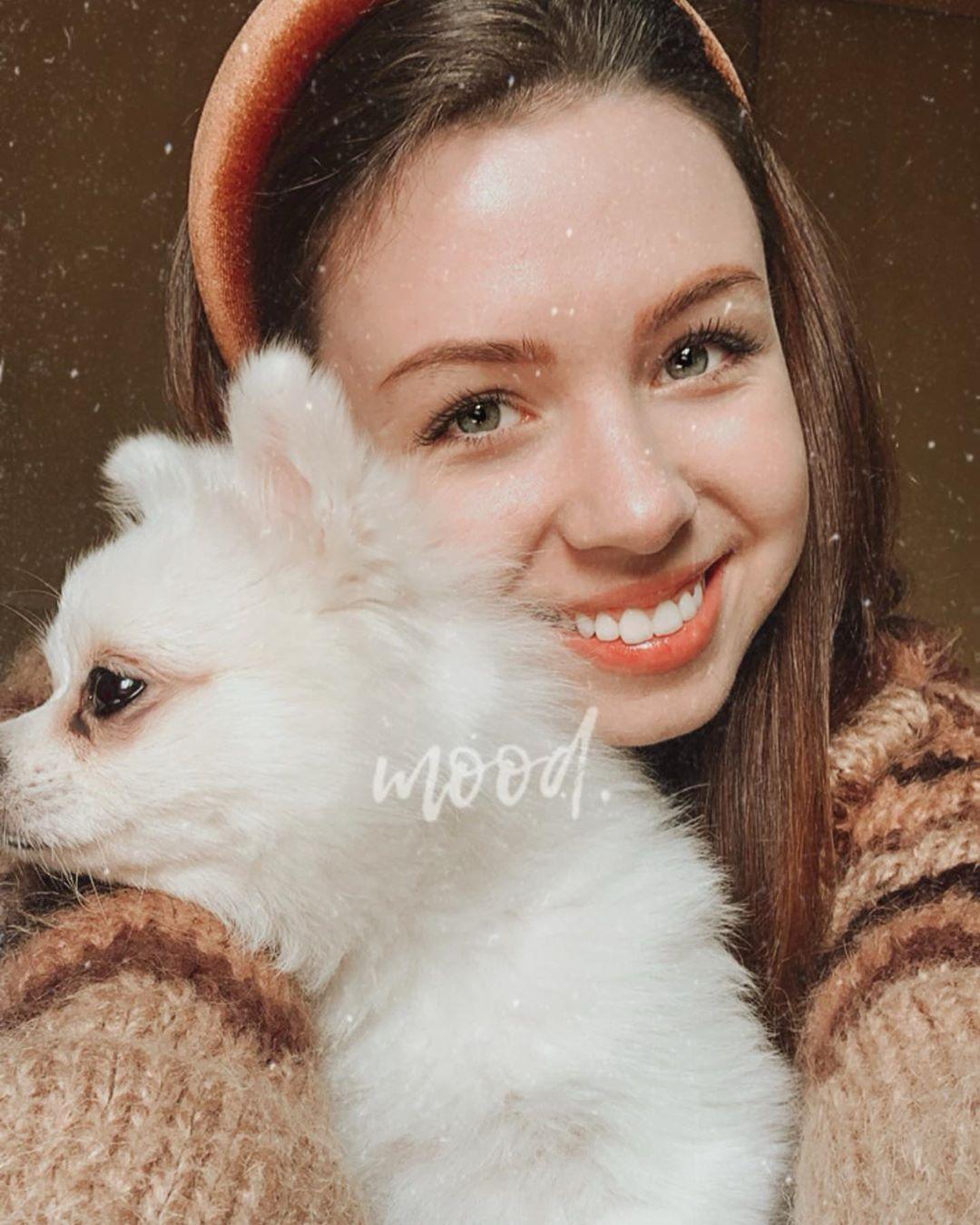 Анастасия Зинченко и ее собака Мишель. Источник фото: instagram