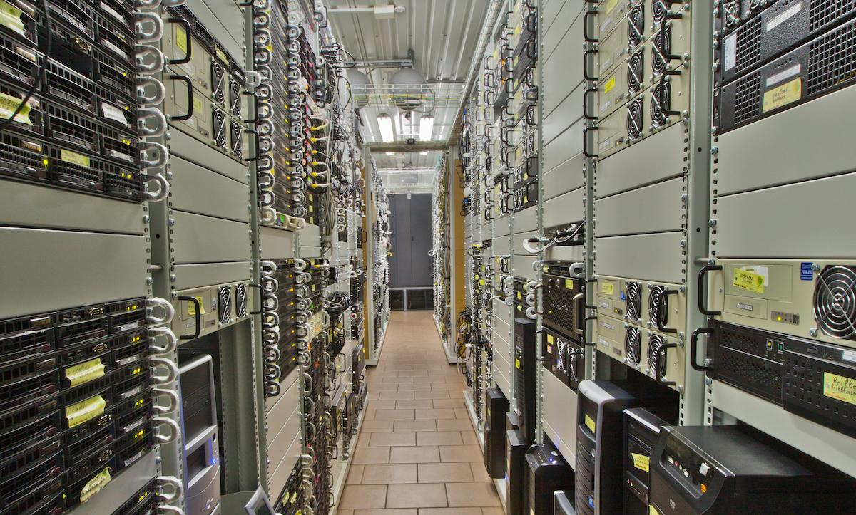 Бизнес расширяется, ноутбуки «не тянут» софт. Как наладить IT-инфраструктуру без лишних трат