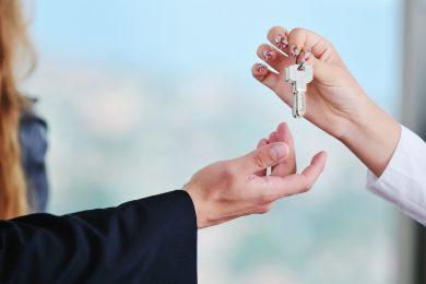 «Двухкомнатная квартира приносит $2000 в месяц». Как зарабатывать на сдаче жилья на Booking