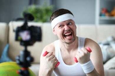 Умные гантели и беговая дорожка под диваном. 10 вещей, которые помогут полюбить спорт дома