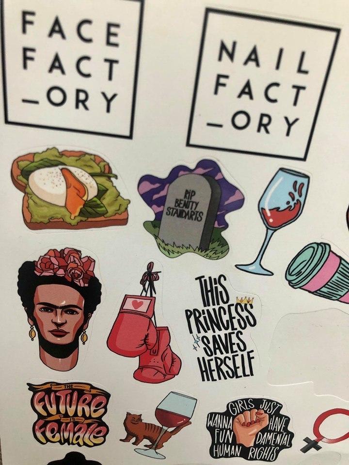 Набор и наклейки Nail Factory. Фото из соцсетей Nail Factory