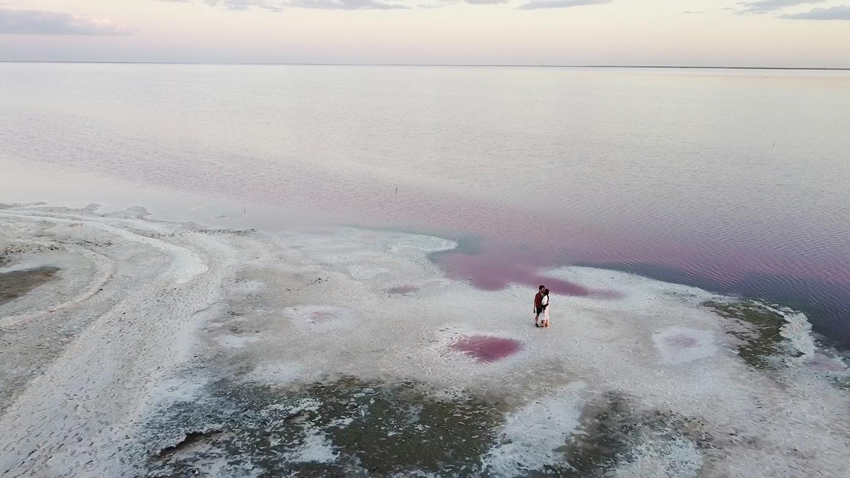 Рожеве озеро україна