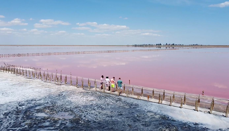 Розовое озеро - геническое озеро
