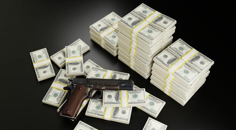 Считается, что в обиход это понятие вошло благодаря Уотергейтскому скандалу. Ричард Никсон хотел препятствовать раскрытию информации об анонимных меценатах или незаконных взносах от компаний и других запрещенных законом вкладчиков в избирательный фонд. Он положил средства от всех вышеупомянутых лиц на депозит в банк на Эквадоре — Banco Internacional.