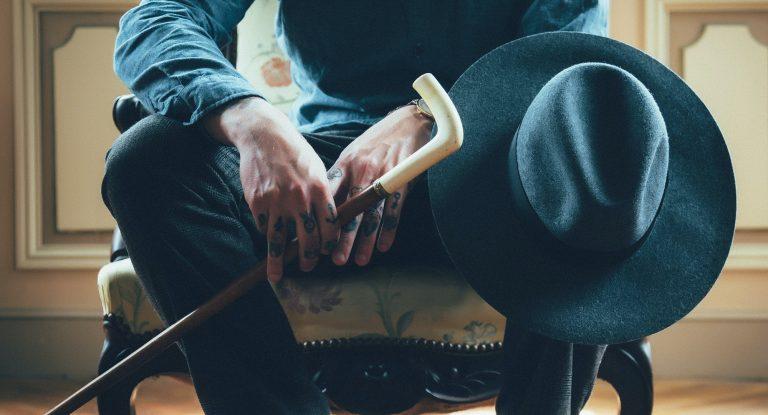 Парламентский комитет по борьбе с преступностью, возглавляемый Сенатором Эстесом Кефаувером, был сформирован в 1951 году, чтобы расследовать организованную преступность в торговле между штатами. Расследование показало, что лидеры преступных группировок стали использовать чрезвычайно сложные схемы для «отмывания» денег.