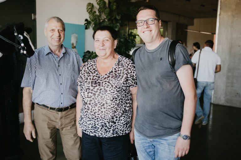 Денис с родителями