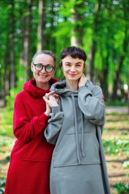Ната с мамой