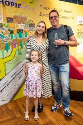 Денис с семьей