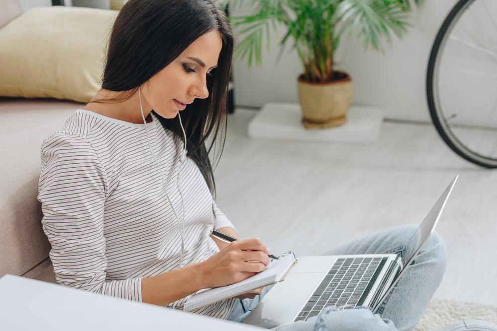 11 перспективных профессий, которые можно освоить не выходя из дома