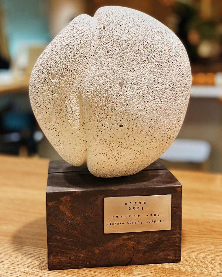 Статуэтка в виде зерна для победителей премии. Источник: Facebook