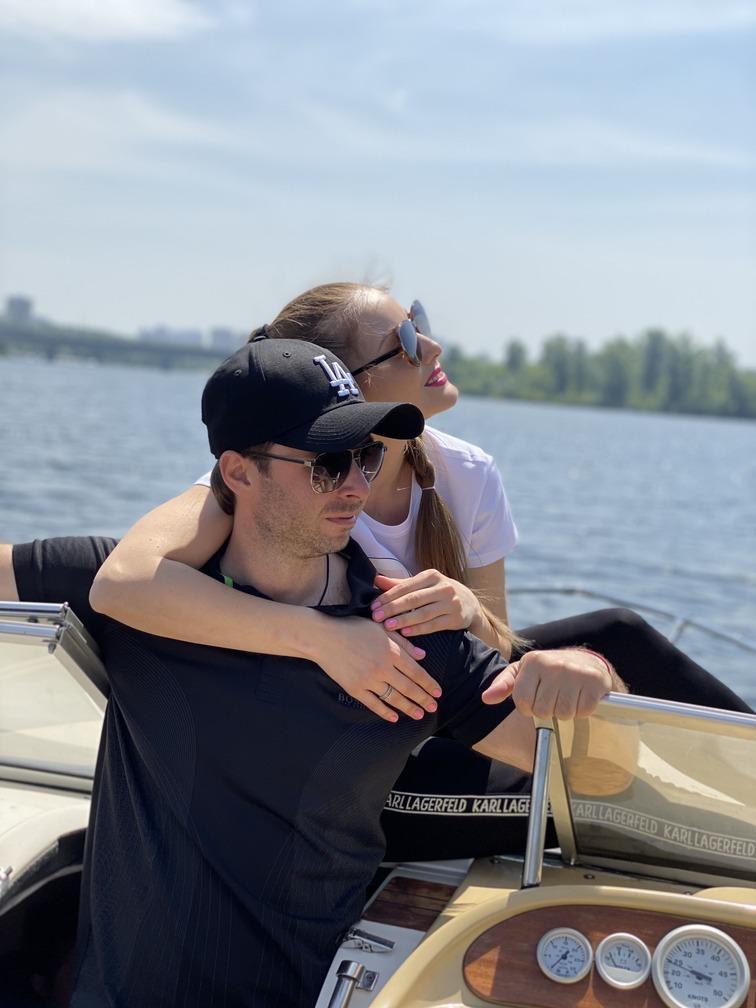 Максим Слободянюк с женой