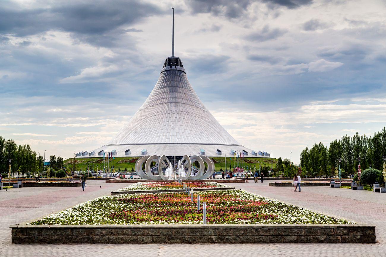 Торговельний центр «Хан-Шатир» у Нур-Султані, Казахстан