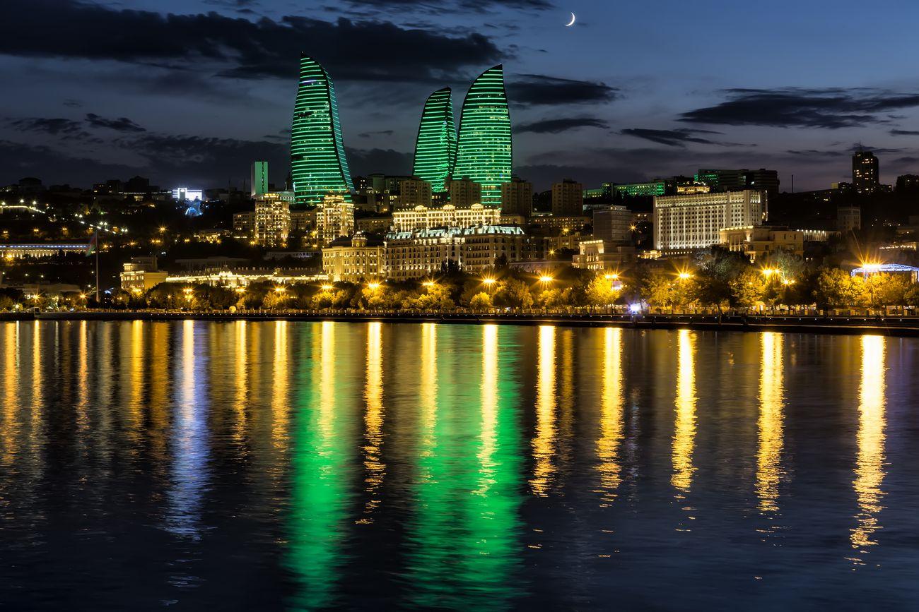 «Полум'яні вежі» в Баку, Азербайджан
