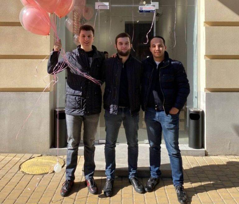 Александр Балев, Андрей Корпан, Евгений Перес, партнеры и сооснователи кафе Brew Bar, 21, 22 и 23 года