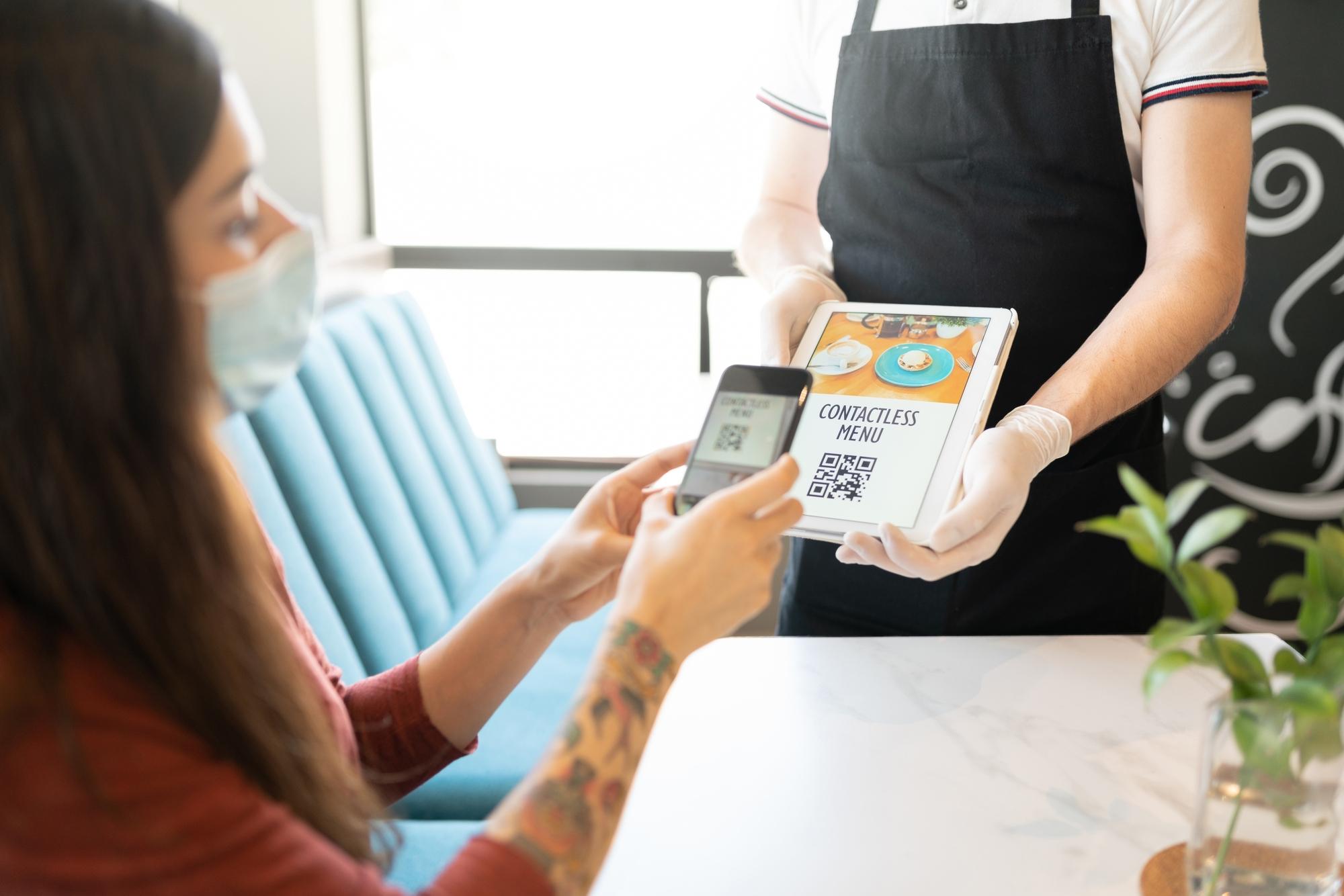 Заказы через QR-код и киоск самообслуживания. Как вашему ресторану не терять клиентов в 2021 году