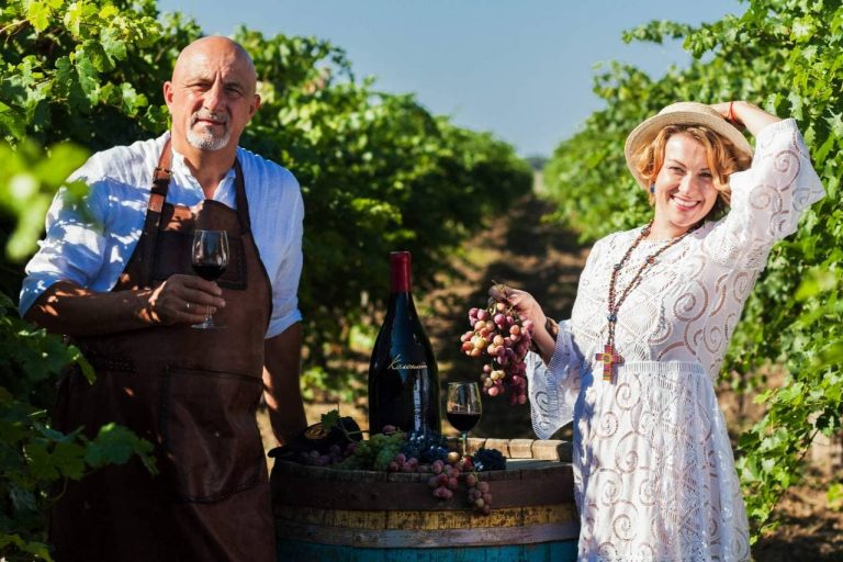 Иван и Алла Плачковы, совладельцы винодельни «Колонист», 63 и 34 года