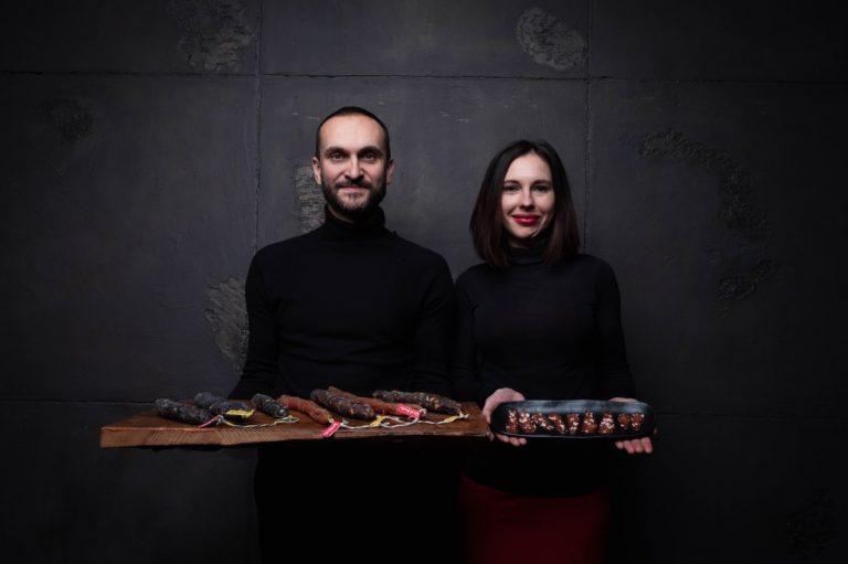 Александр Затворницкий, основатель крафтового семейного проекта по производству сыровяленой колбасы Local Foodie, 41 год