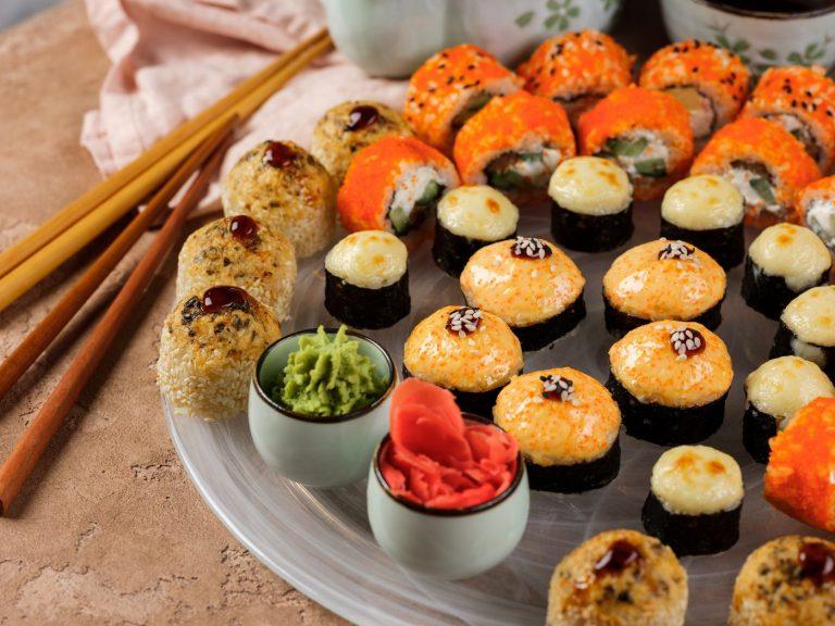 6 ноября 2020 года жители Одессы получили сообщения СМС о том, что в городе закрывается сеть магазинов суши и роллов «Суши Wok». Такая же новость появилась в нескольких СМИ. Причиной закрытия назвали недостатки в скорости доставки, сервисе и качестве роллов.