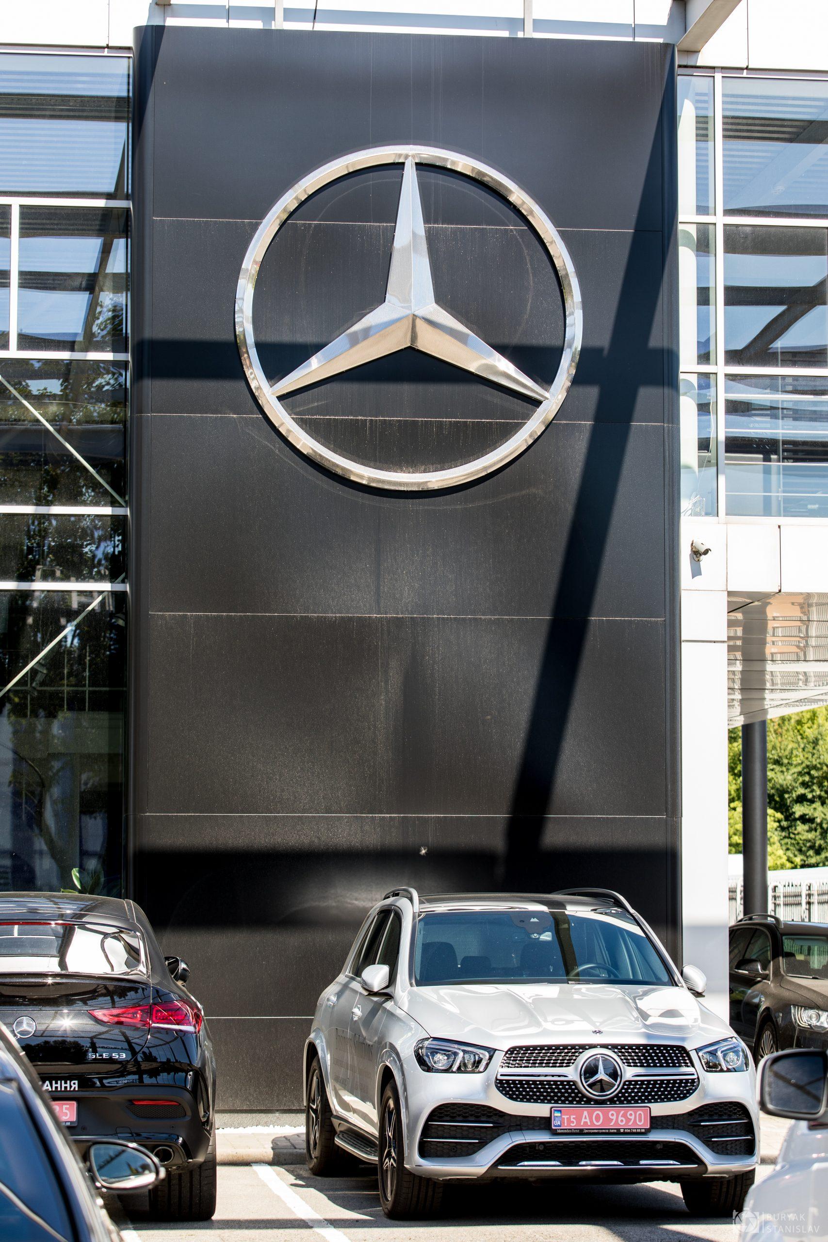 Автосалон Mercedes