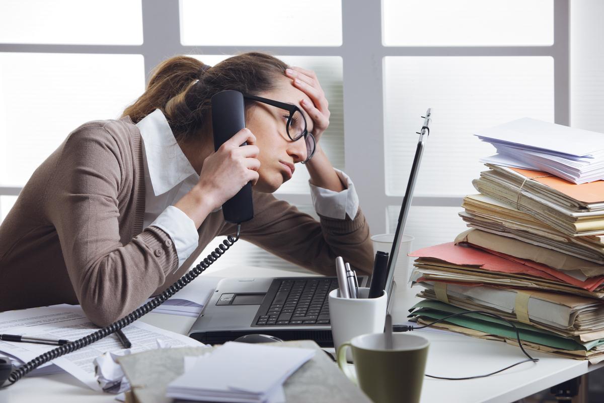 «Упустили 32% звонков клиентов». Как не терять деньги из-за бездельников и хамов: 3 кейса