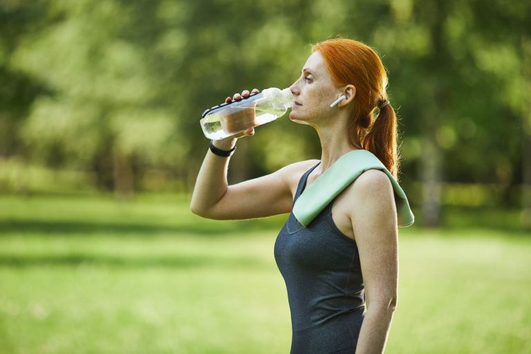 Вокруг темы питания и диет много мифов: лучше есть по пять-шесть раз в день, нужно обязательно выпивать по два литра воды в день, нельзя есть мучное и так далее.