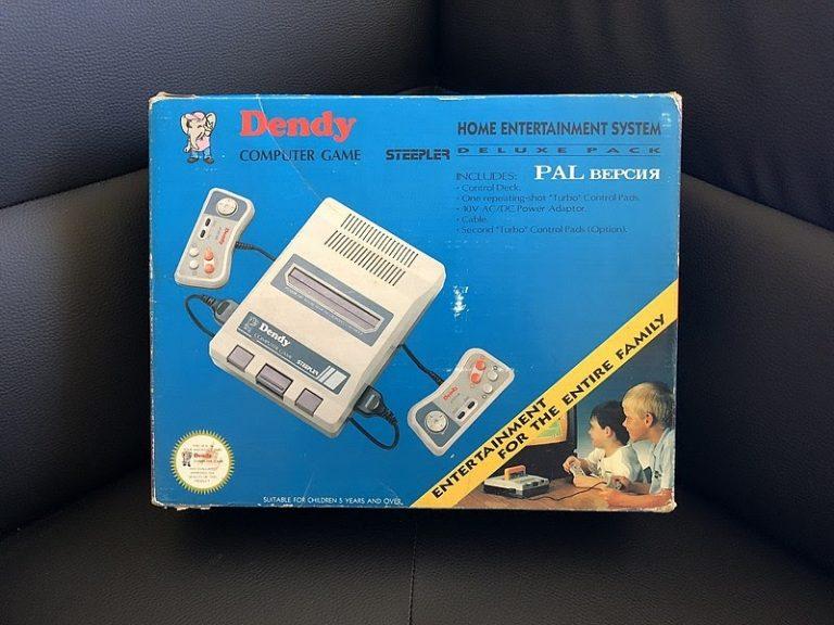 Видеоприставка Dendy, первая модель. Источник: Wikipedia