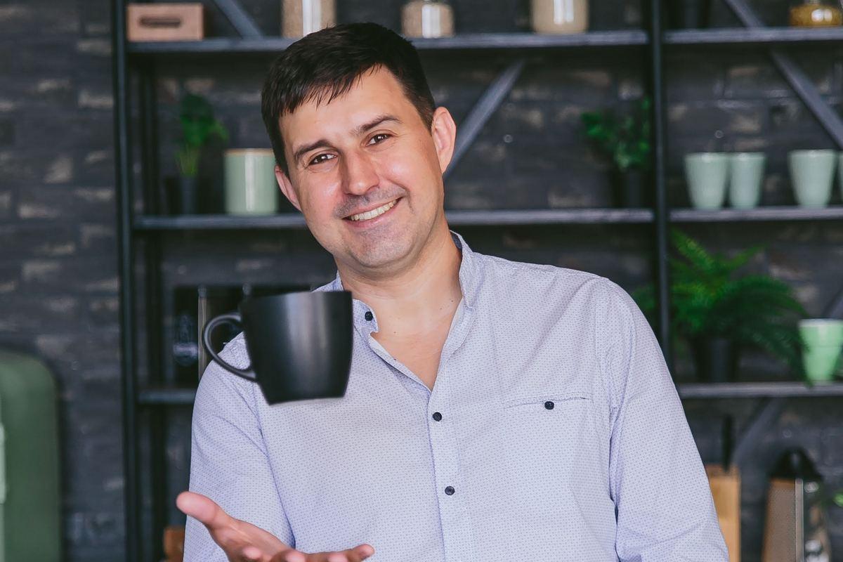 Portmone.com – крупнейший в Украине сервис онлайн-платежей и денежных переводов. Компания работает с 2002 года и каждый месяц обслуживает более 1 млн украинцев, которые проводят около 400 оплат в минуту.