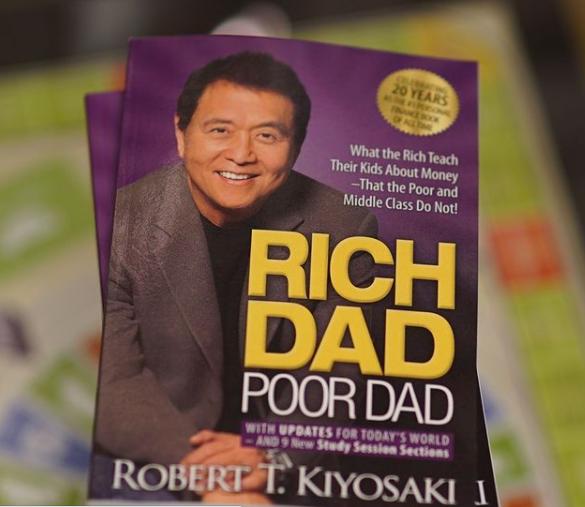 «Богатый папа, бедный папа», издание к 20-летию книги. Источник: личная страница в Instagram