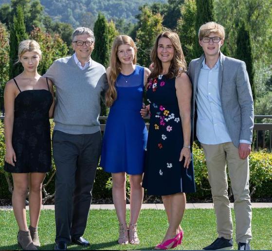 Мелинда и Билл Гейтс с детьми. Источник: личная страница в Instagram