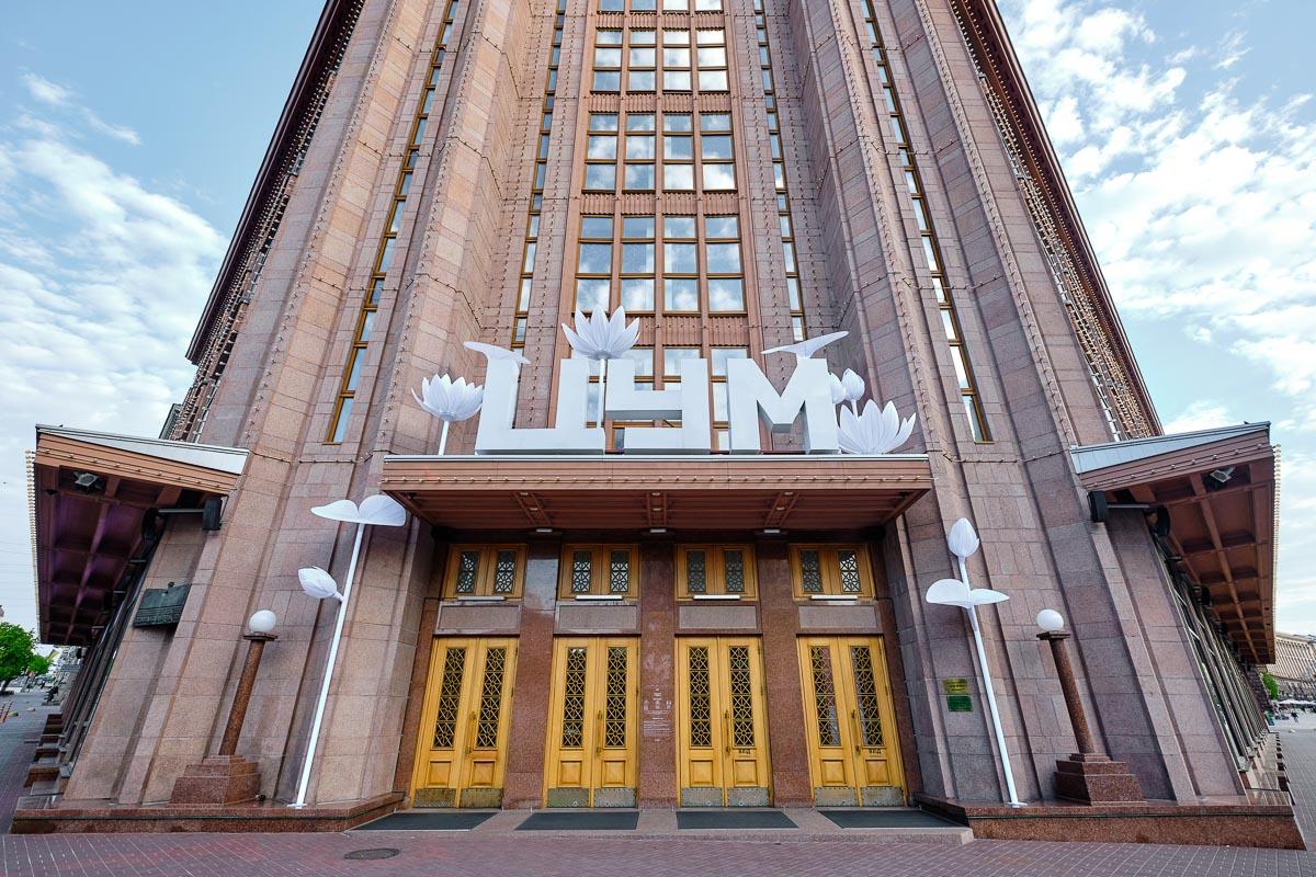 Центральний вхід київського ЦУМ