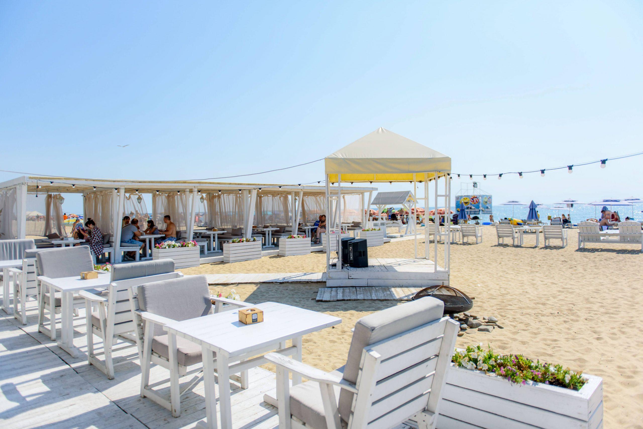 Пляж отеля Richard в Грибовке, Одесская область